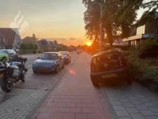 Onbemande, stuurloze auto raakt op drift op de Grebbeweg in Rhenen