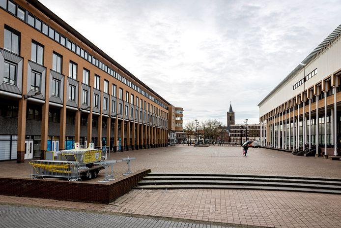 Het Schiedamse Staderf (links) is een ontwerp van architect Hans Ruijssenaars.