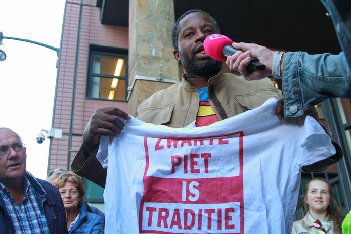 Een voorstander van Zwarte Piet voor de rechtbank in Leeuwarden.