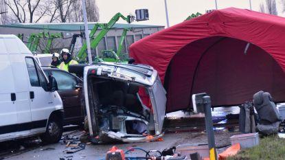 Zwaar ongeval met vijf wagens in Lendelede: twee doden en drie gewonden