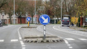 De middengeleider in Avelgemstraat moet breder om mensen te verplichten om trager te rijden, vindt schepen Marc Desloovere.