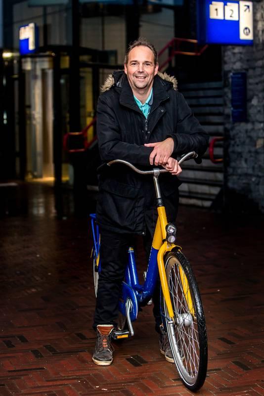 Robert Mulder gebruikt de OV-fiets graag en baalt als er geen staat.
