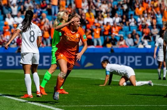 Jill Roord juicht na haar winnende goal tegen Nieuw-Zeeland.