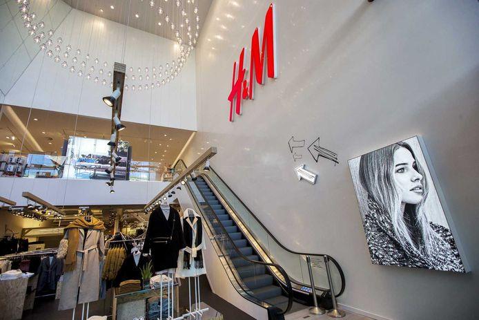 Interieur van een H&M in Rotterdam.