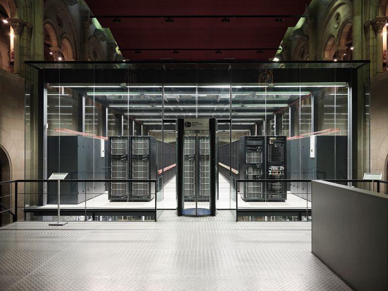 Supercomputer Mare Nostrum is gebouwd in een oude kapel in Barcelona. Beeld Dani Pujalte