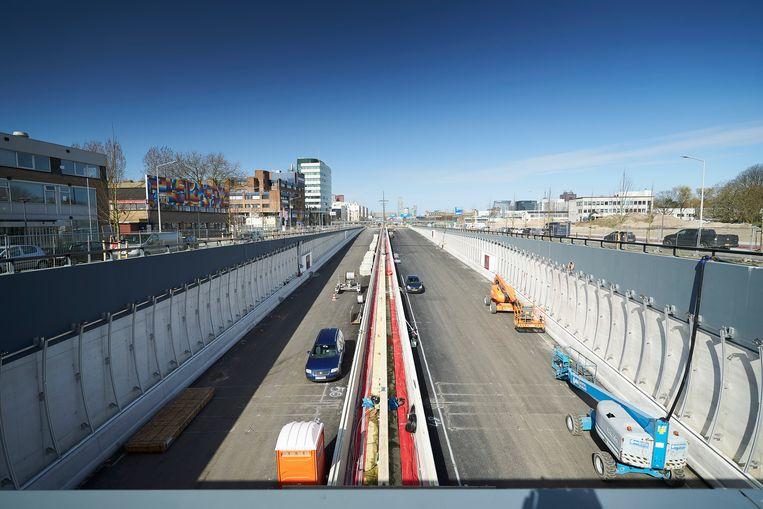 De in- en uitgang van de nieuwe tunnel van de Rotterdamse baan.  Beeld Phil Nijhuis