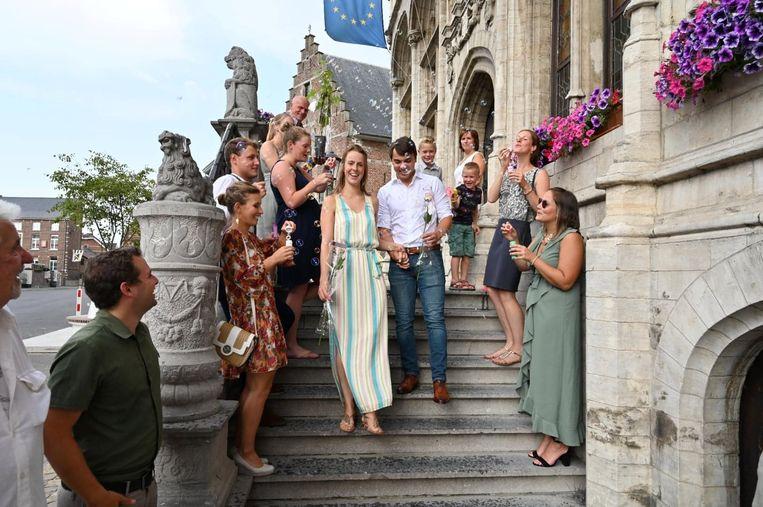 Sanne en Nick gaven hun ja-woord voor de wet op het historische stadhuis van Zoutleeuw.