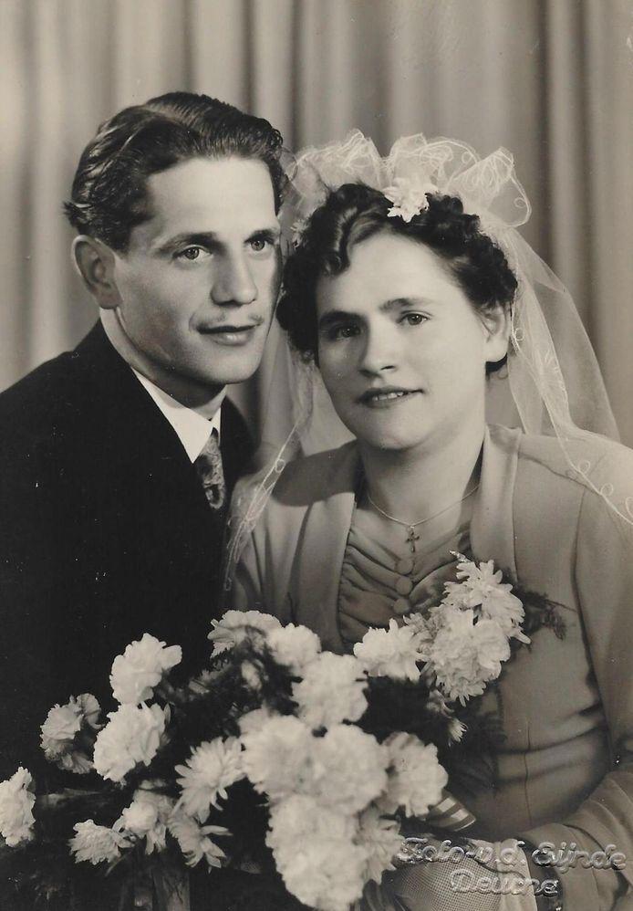 De trouwfoto van het platina paar Harrie en Mia Kuunders uit Deurne-Zeilberg.