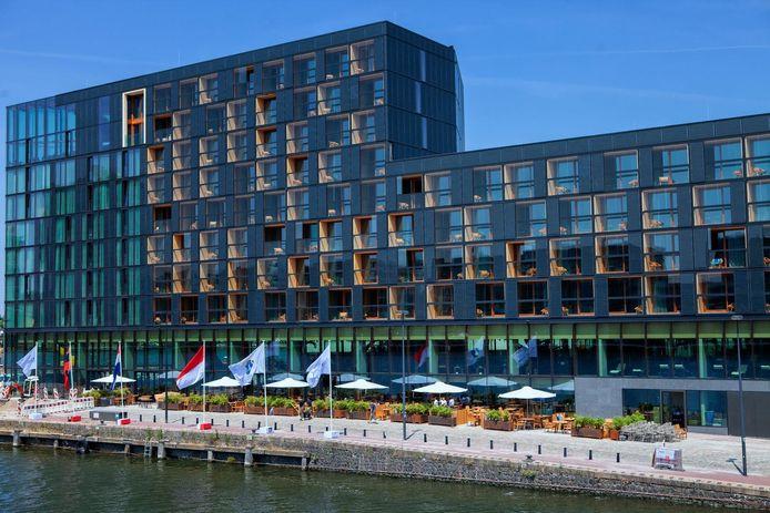 Bijna helemaal van hout: Hotel Jakarta aan het IJ in Amsterdam.