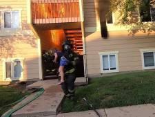 Un pompier héroïque sauve une petite fille d'un immeuble en feu