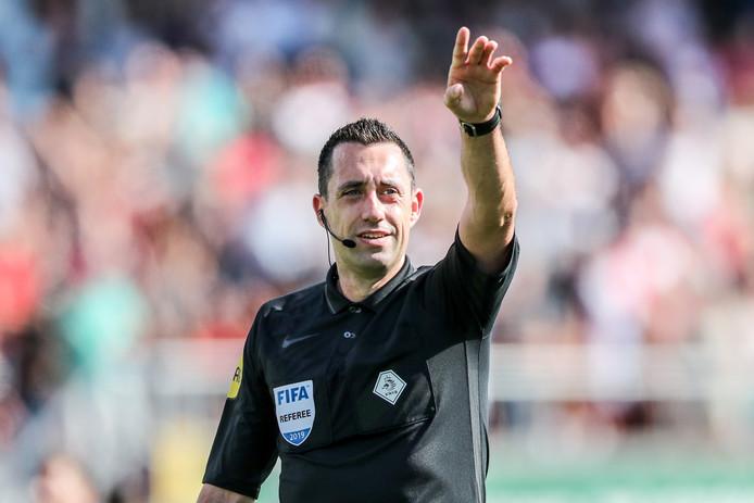 Dennis Higler heeft zaterdag de leiding over Ajax - Heracles Almelo.