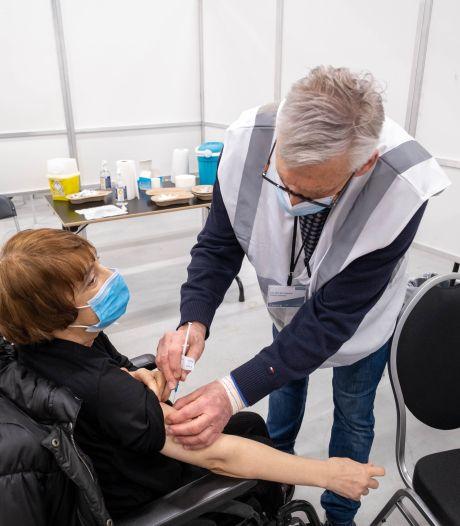 Meeste gevaccineerden blijven zich aan regels houden, volgens Grote Coronastudie