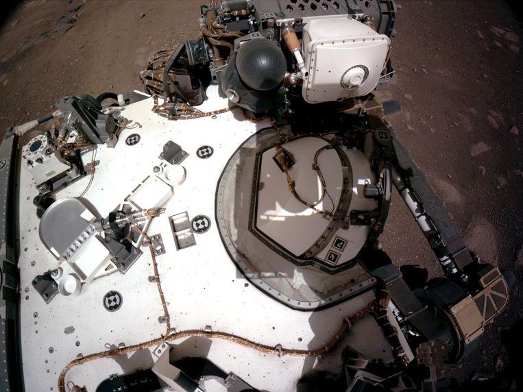 Rover Perseverance fotografeert zichzelf. Beeld EPA