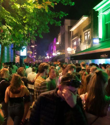 Eindhoven blijft coronasluitingen op Stratumseind verdedigen, cafés mikken op schadevergoeding