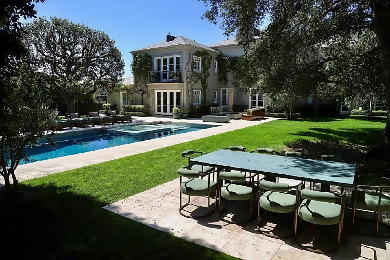 Het huis van Elon Musk van Tesla in Bel Air (Los Angeles) telt maar liefst zeven slaapkamers en elf badkamers.