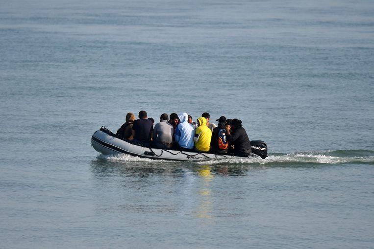 Migranten proberen per rubberboot Engeland te bereiken. Beeld AFP