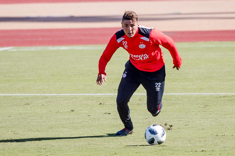 Maximiliano Romero in actie bij een PSV-training in januari.