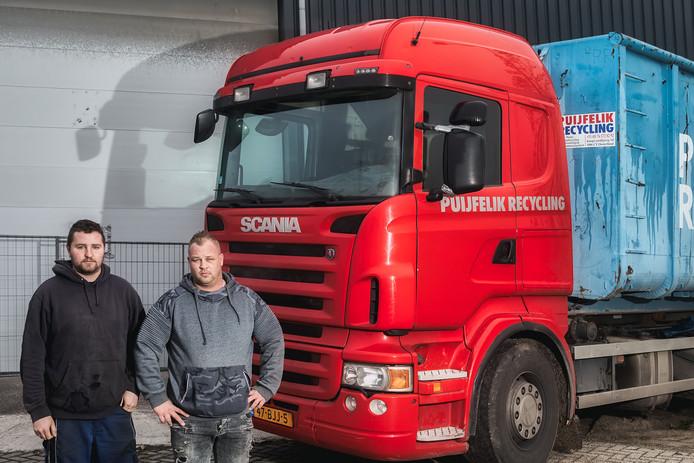 Jaimy en Andries van Puijfelik bij hun bedrijf aan de Koopvaardijweg in Oosterhout.