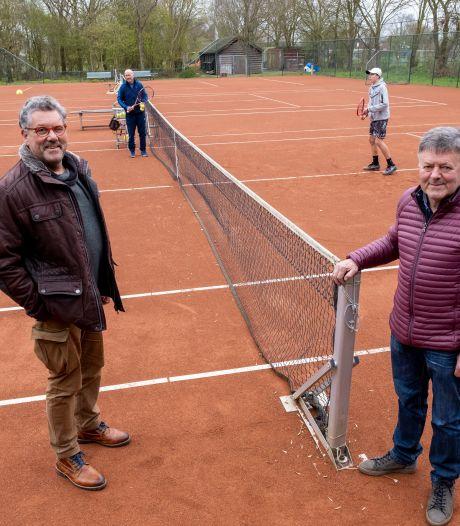 Na jaren wachten kan de Oostkapelse tennisvereniging beginnen met de aanleg van twee padelbanen