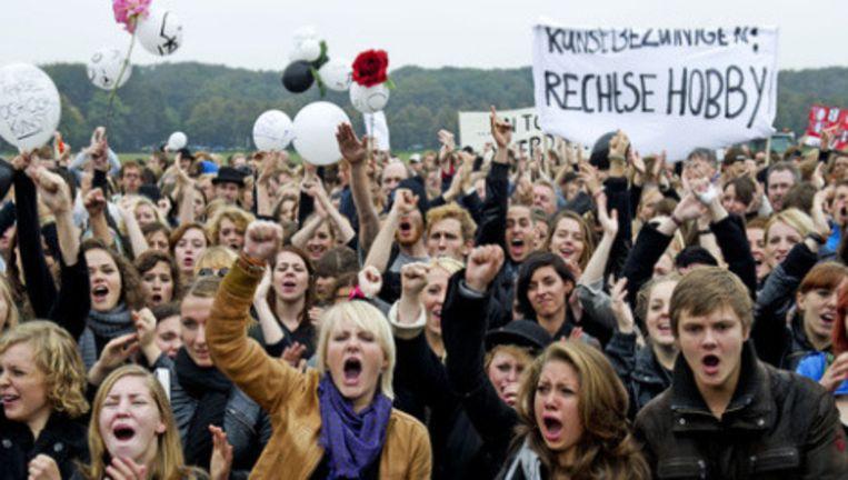 Protesten tegen de bezuinigingen op kunst en cultuur, vorig jaar oktober. Foto: anp Beeld