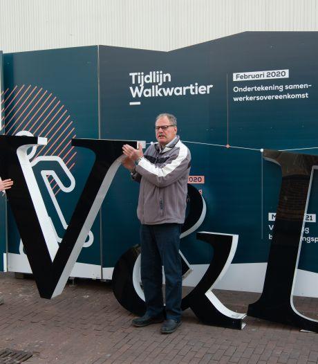 De oude V&D-letters van Oss hangen straks in de tuin van Ruud: 'Dit wordt het pronkstuk van de collectie''