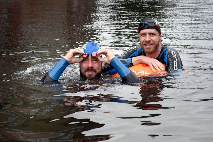 Sil Smit en Jordi Fransen gaan van Noorden naar Woerden zwemmen.