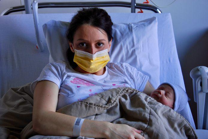 Mama Amina Hadzimusic en haar kersverse zoon Adnan Sjenarevic stellen het goed.
