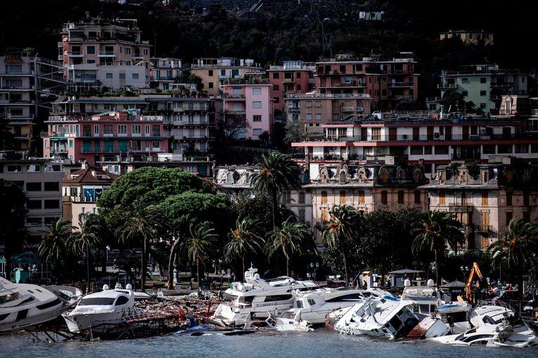 De jachthaven van Rapallo werd door de storm van 29 op 30 oktober veranderd in een scheepskerkhof. Beeld AFP