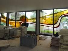 Enorm glaskunstwerk gered van de sloophamer, maar wie wil het hebben?