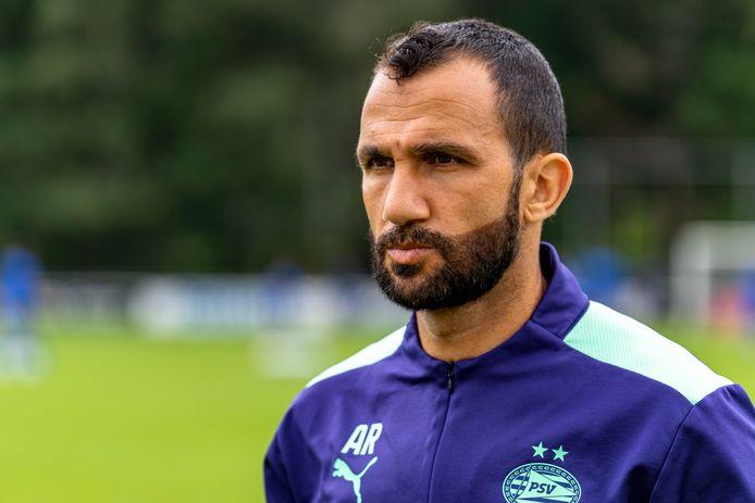 Adil Ramzi vindt dat hij bij Jong PSV verantwoordelijk werk heeft en geniet tegelijkertijd.