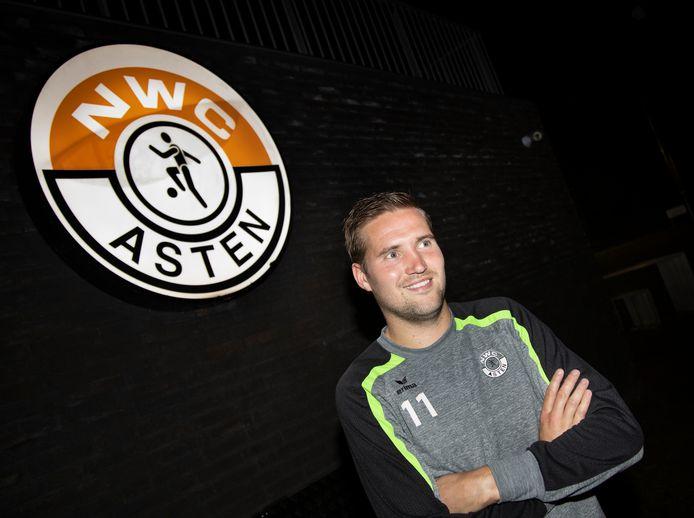 Na twee seizoen in een lager elftal keert Youri van Brussel komend seizoen terug bij NWC.