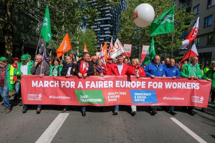 Europese vakbondsbetoging in Brussel: Vakbondsleden uit verschillende lidstaten betogen voor een socialer Europa.