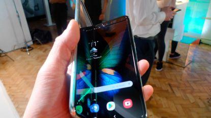 """Samsung stelt lancering opvouwbare telefoon uit na problemen met scherm"""