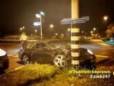 Man parkeert Porsche met hoge snelheid tegen verkeerslicht in Breda