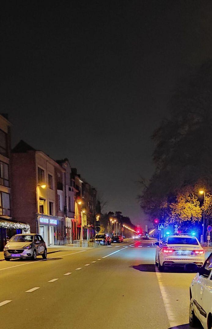 De politie legt een lockdownfeestje stil.