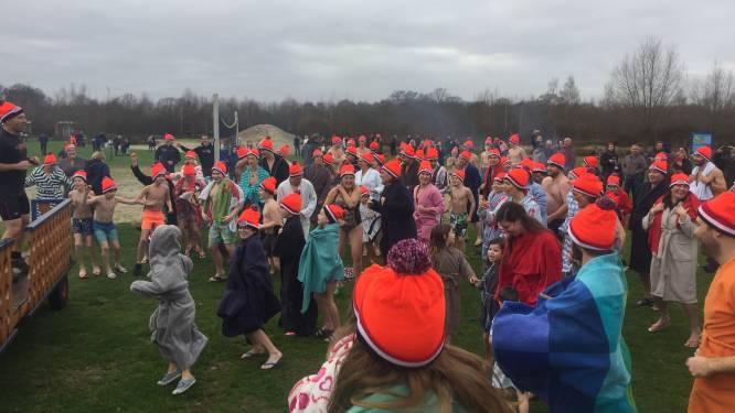 Nieuwjaarsduik Oisterwijk met 150 'duikers'