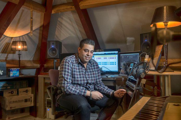 Jamal Nassih in zijn studio in Veenendaal.