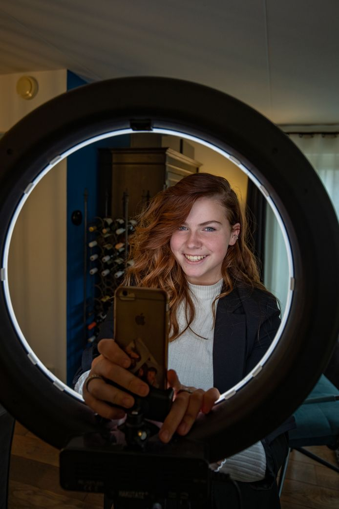 TikTok'er Nova van Brussel (17) uit Creil heeft meer dan 150.000 volgers via haar kanaal op dit platform.
