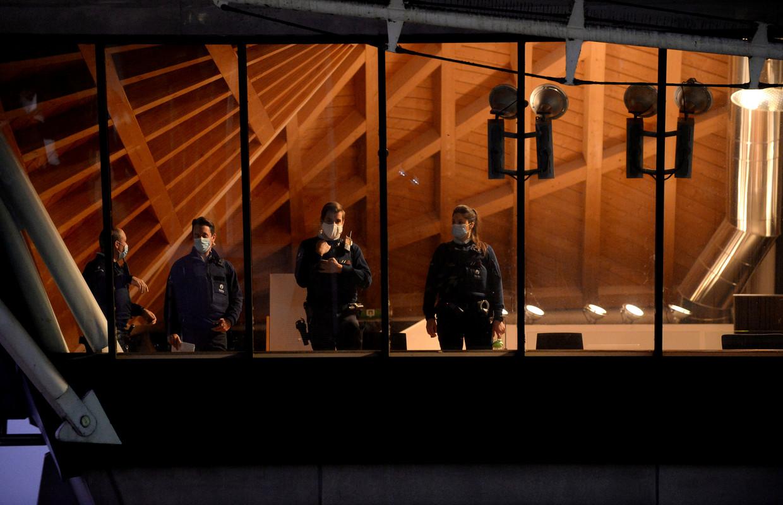 Politie staat klaar voor het proces van Assadollah Assadi in het Antwerpse gerechtsgebouw. Beeld REUTERS