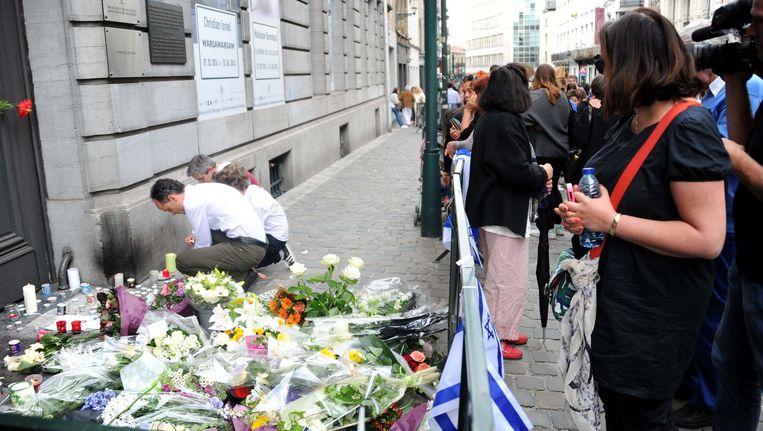 Rouwenden bij de plek van het bloedbad in Brussel. Beeld getty