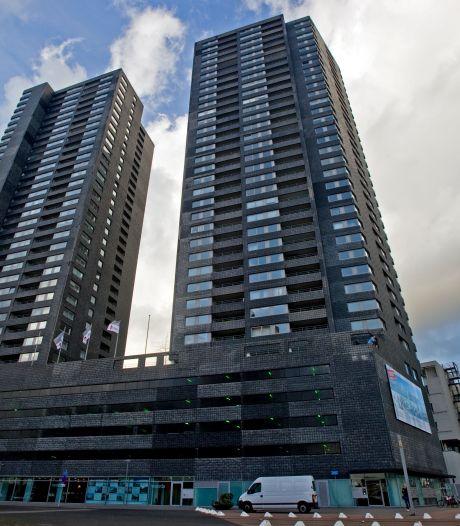 Liften in de Hoge Heren (34 verdiepingen) al sinds zondagavond buiten werking: 'Levensgevaarlijk'