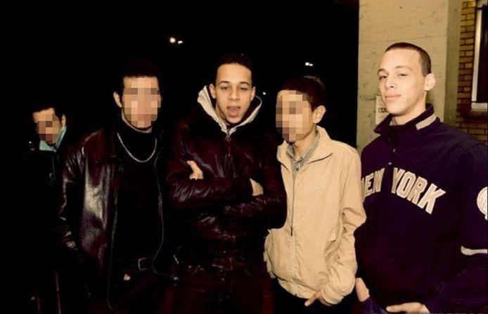 Een foto van de twee broers uit 2010. Olivier Calebout staat in het midden, zijn broer Frederick uiterst rechts.
