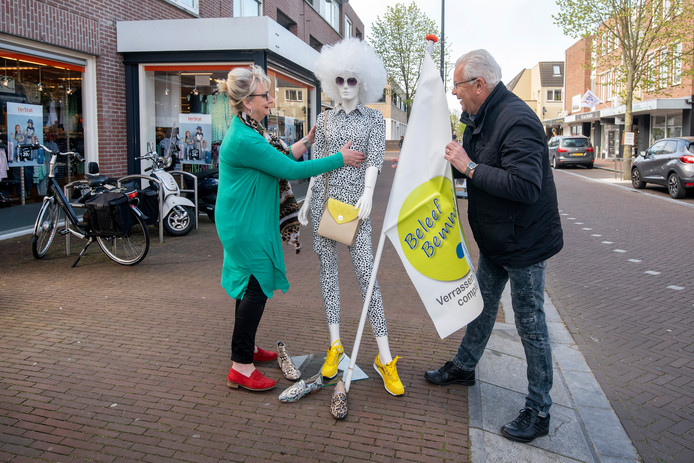 Ellen Buiting en Henk Wieland zijn al volop in de weer voor Bemmel in de Mode dat zondag in het dorpscentrum wordt gehouden.