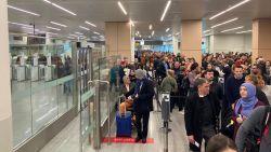 """Wachttijden op luchthaven lopen op tot twee uur: """"Blijven actievoeren tot ze luisteren"""""""