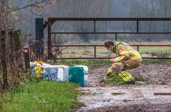De vaten die vanochtend zijn gedumpt in Milsbeek.