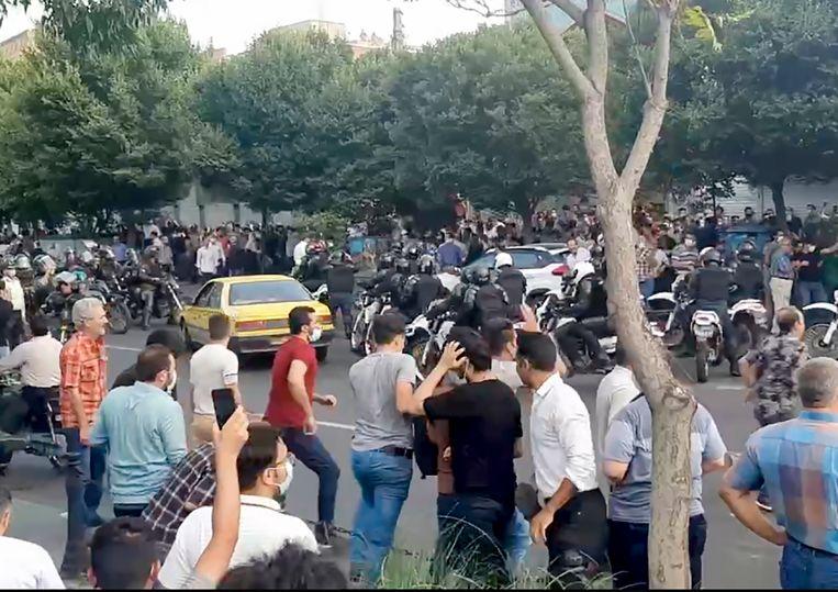 Volgens Amnesty schieten ordetroepen met scherp op betogers. Beeld https://www.balatarin.com/
