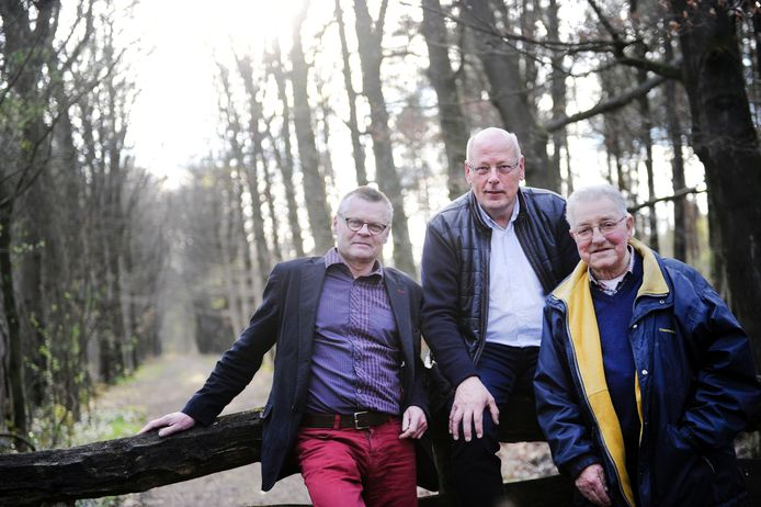 Jan Swennenhuis, Rob Swennenhuis en Jan Tijman van de 40-jarige historische vereniging De Dree Marken in De Lutte. Foto: Annina Romita
