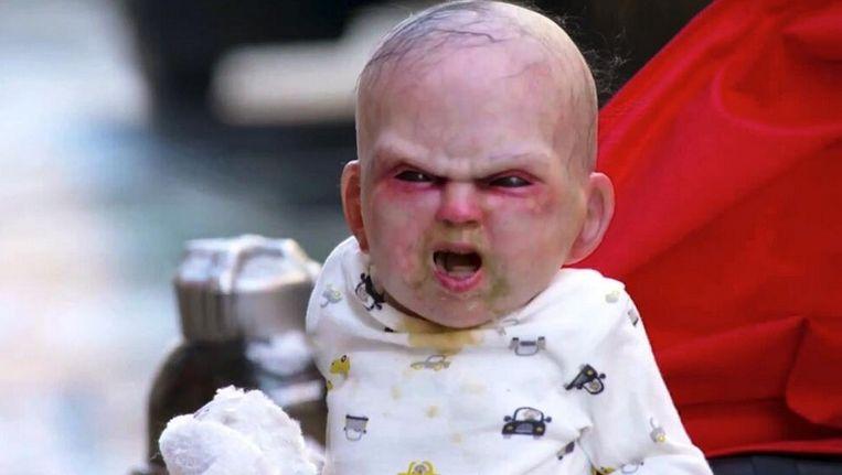 De duivelse baby moest uiteindelijk enkel de duimen leggen voor Shakira. Beeld YouTube