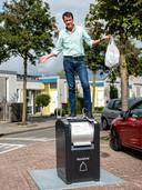 Programmamaker Tijs van den Brink vindt het maar niets, gescheiden afval inzamelen.