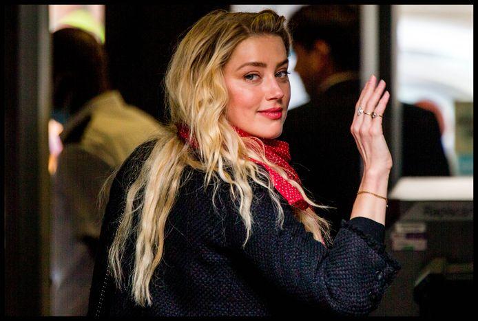 Alors que le procès qui oppose Johnny Depp au magazine The Sun se poursuit, Amber Heard est venue témoigner à la barre à plusieurs reprises ces derniers jours.